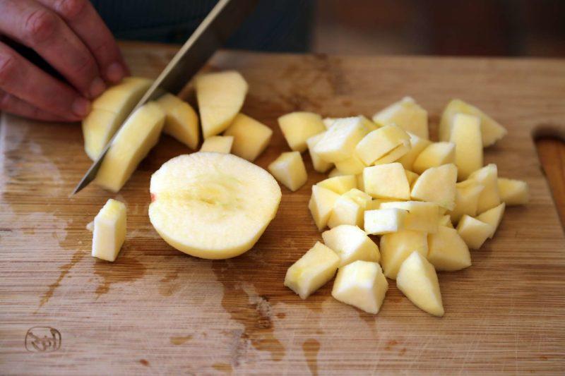 яблоко порезать кубиками