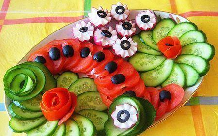 овощная нарезка с цветами из овощей