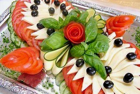 овощная нарезка с сыром и оливками
