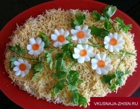украшение цветами из яиц