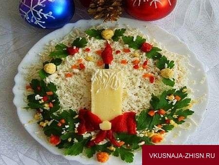 новогодний салат со свечей