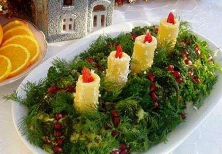 украшение салата зеленью и свечами из сыра