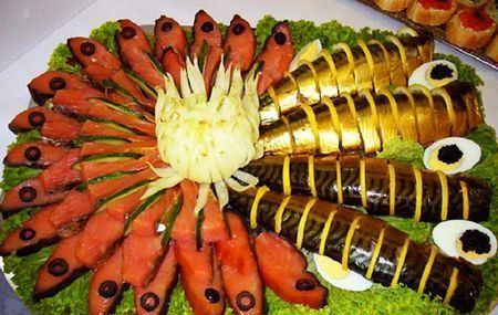 нарезка из скумбрии и красной рыбы