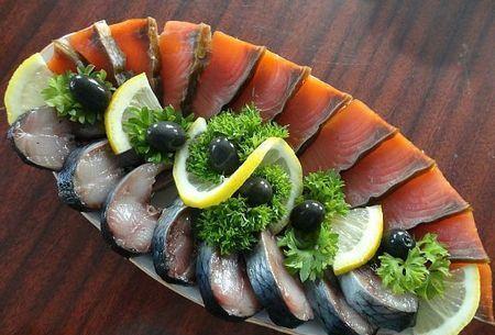 рыбная нарезка из красной рыбы и скумбрии