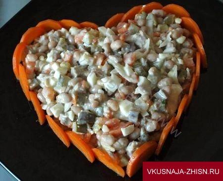 салат выложить в форме сердца