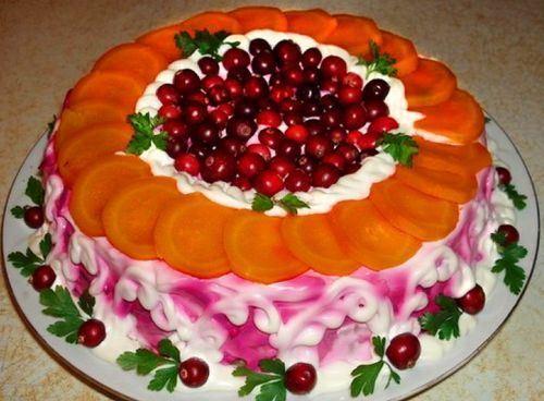 украшение из моркови и ягод клюквы
