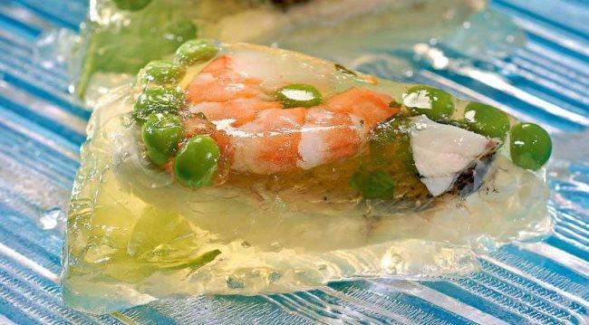 заливное из рыбы с креветками