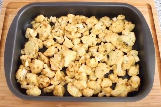 Цветная капуста, запеченная в духовке с карри и горчичным соусом
