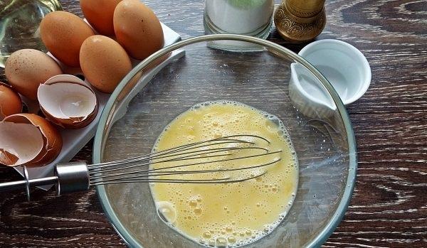 Приготовление омлета с кабачком