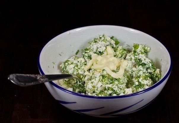 Приготовление закуски из помидор с сыром