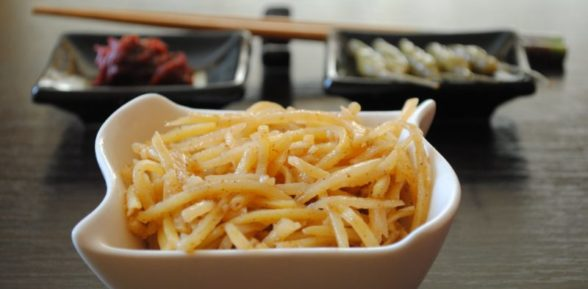 Салат из сырой картошки (по-корейски)