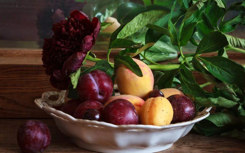 Сливы и абрикосы не рекомендуется употреблять натощак