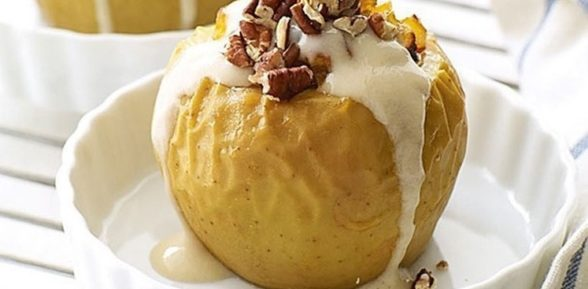 Печеные яблоки с начинкой из изюма и грецких орехов