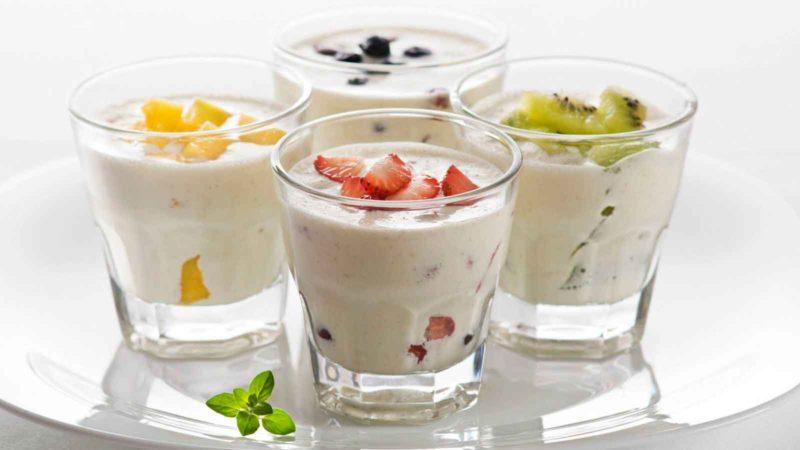 Не стоит употреблять йогурт натощак