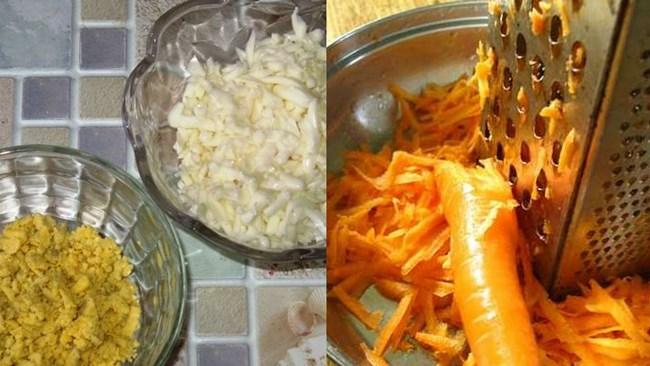 натереть яйца и морковь на терке
