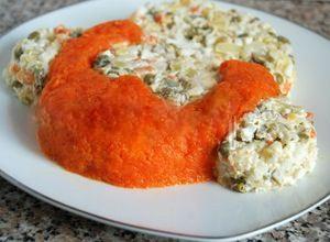 выложить натертую вареную морковь