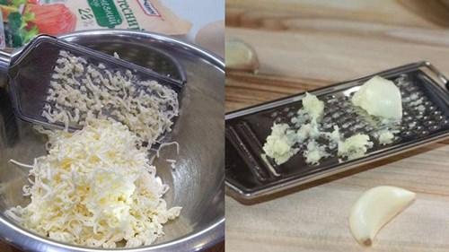 плавленный сыр и чеснок натереть на терке