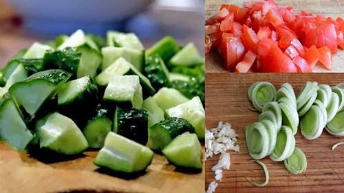 порезать огурцы, помидоры и лук