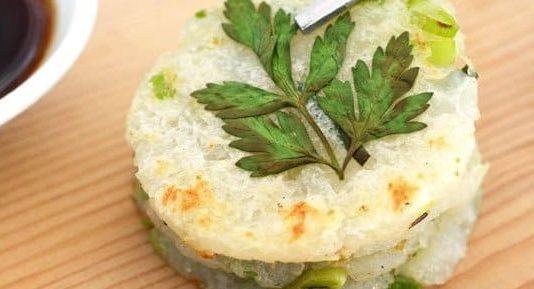 Картофельные мини-блины с чесноком и зеленым луком