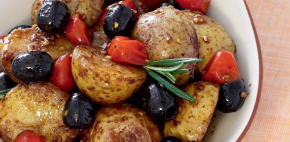 Картофель с оливками и помидорами по-итальянски