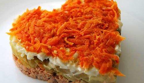Салат «Морковное сердце» с лососем