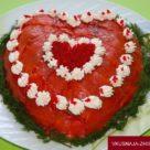 Салат с семгой и авокадо в виде сердца