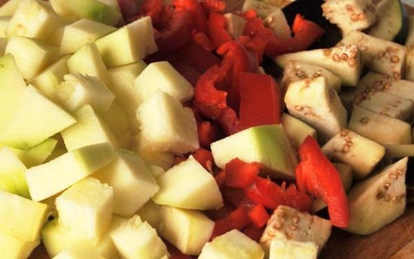 нарезать овощи кубиками