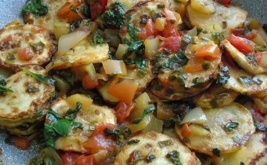 Приготовление кабачков с щавелем и овощами (по-гречески)