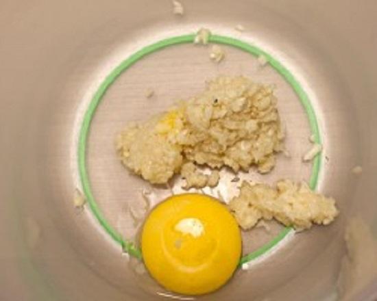 Приготовление соуса айоли