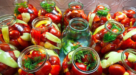 Малосолим помидоры: когда летом хочется острого