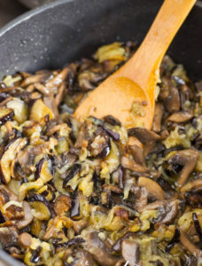 Обжарка баклажанов с грибами