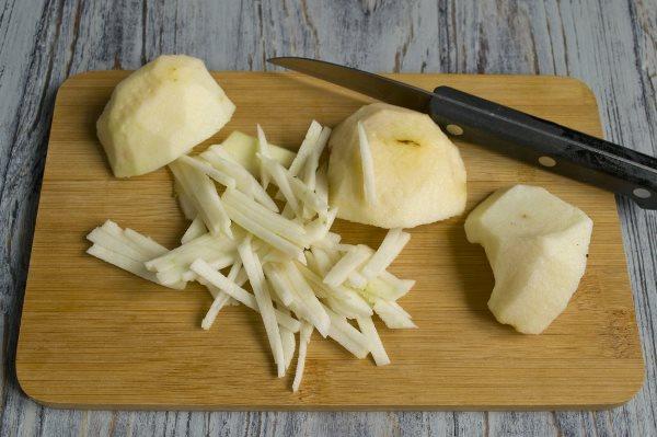 яблоки нарезать соломкой