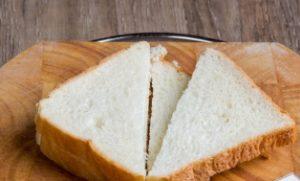 Нарезаем хлеб треугольниками