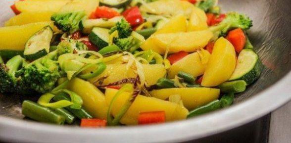 Летнее овощное рагу с картошкой