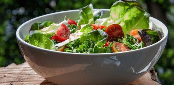 Салат с корнем сельдерея и зеленью