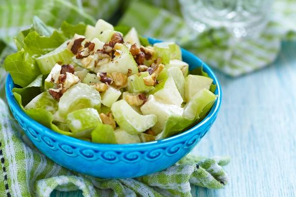 салат с яблоками и сельдереем