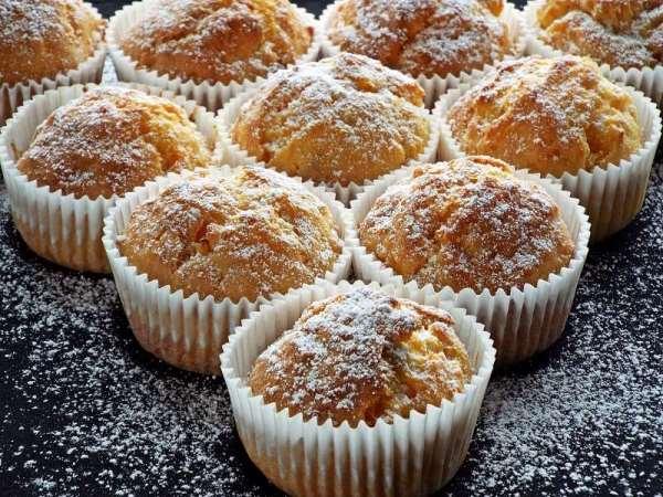посыпать кексы сахарной пудрой