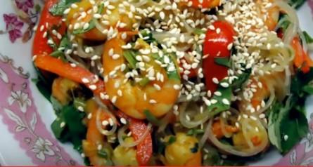 Салат с фунчозой и креветками 2