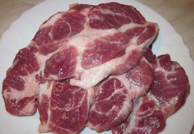 Нарезанная свиная шейка