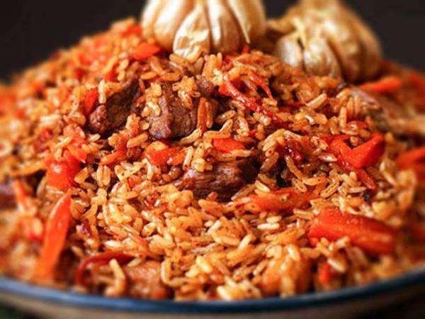 готовый плов из красного риса