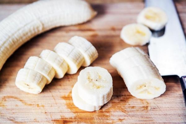 Банан нарезать колечками