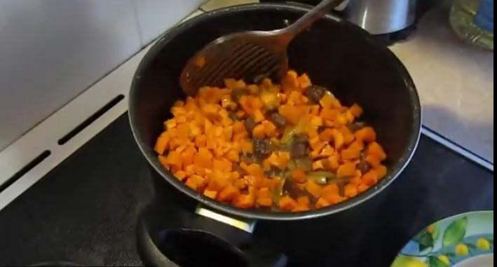 Обжарка свинины с овощами