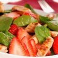Салат с клубникой и курицей 2