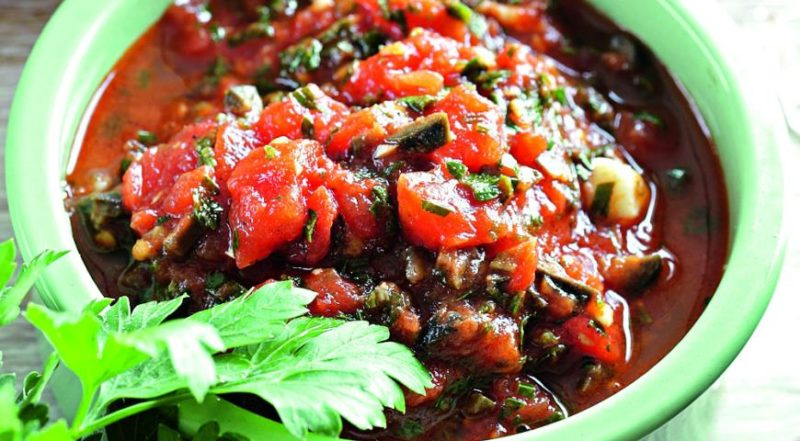 Соус с томатами и оливками