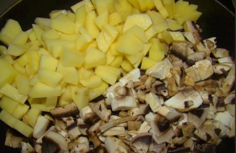 Картофель с грибами нарезать кубиками