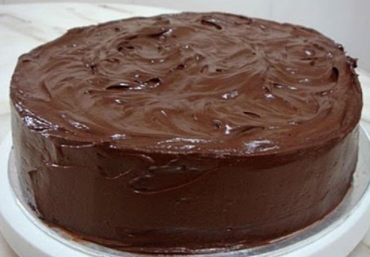 Обмазать шоколадной глазурью