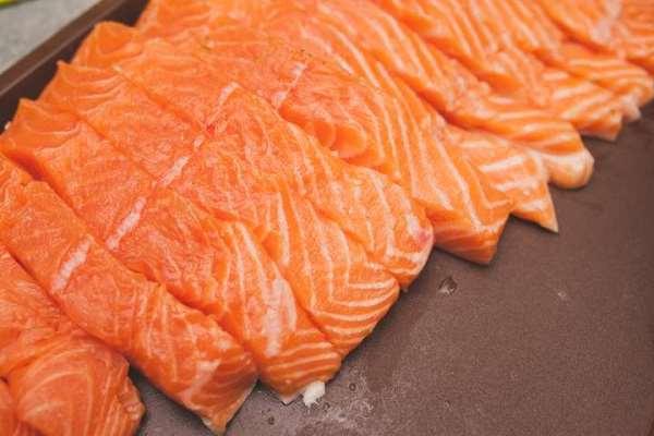 куски лосося без косточек