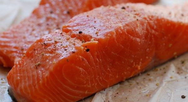 обтереть лосося маринадом