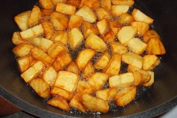 обжарить картофель