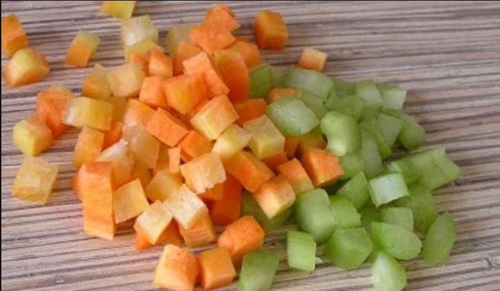 Сельдерей и морковь кубиками